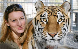 Tina Weld on set with Bengal Tiger, Shickha